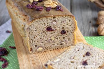 Žitný chléb s ořechy a brusinkami