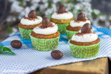 Zelené cupcakes s jablky a kopřivou